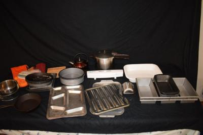 Cookware - Pans Baking Sheets Kettle Oven Mits