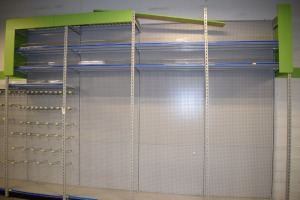 GONDOLA SHELVING 48'' X 85'' ONE SIDED (8 SECTIONS) (4) SECTIONS 48'' X 133''