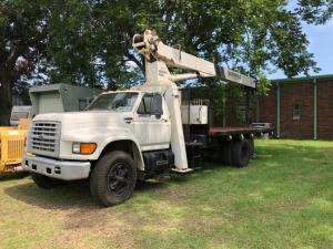 1997 FORD F800 WITH NATIONAL CRANE (MODEL: 500C, SERIAL: 28257), DIESEL ENGINE, 302,585 MILES, VIN: 1FDPF80C8VVA43934