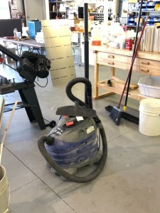 10 Gal Shop Vac Includes Extension
