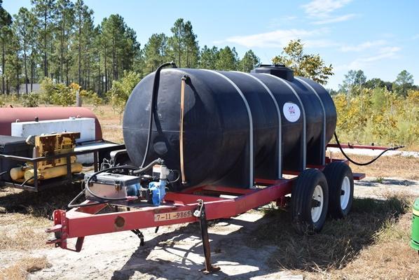 2011 Newton Crouch 1000 Gallon Sprayer with Hydraulic Pump