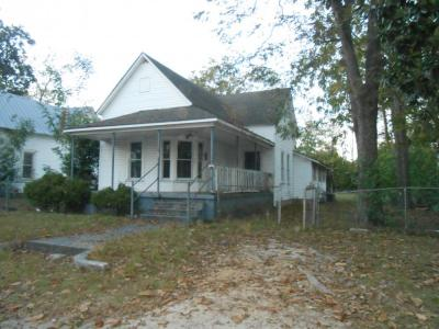 3 Bedroom, 1 Bath Home - 219 W. Oconee St Fitzgerald, GA