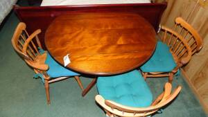 Round Table With 3 Chairs