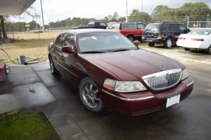 2004 Lincoln Town Car Passenger Car, VIN # 1LNHM81W74Y672617, 93,675 Miles, Ran When Parked, Believed To Have Starter Issue