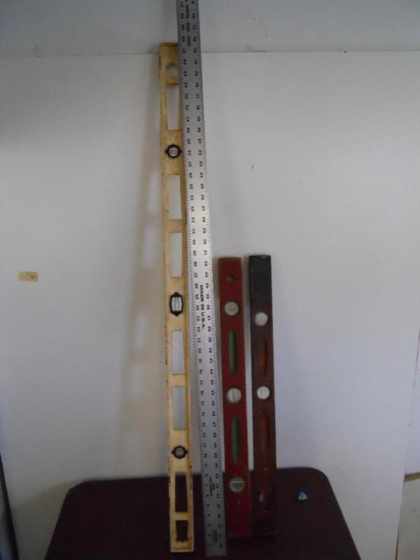 2) 2' Levels & 4' Level & 5' Aluminum Straight Edge